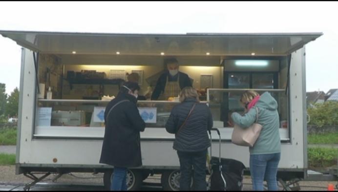 """Hamburgerkraam op markt Duffel: """"Bijna helft minder verkocht door afhaal"""""""
