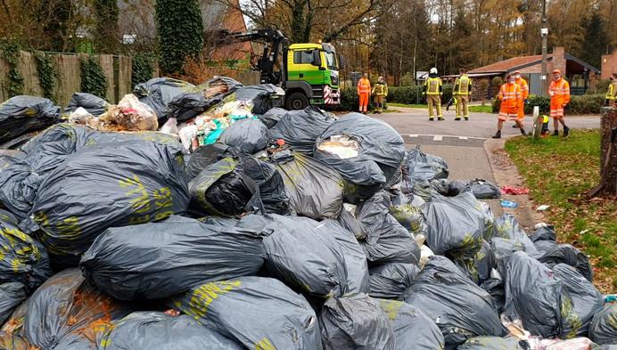 Vuilniszak vat vuur: straat in Wechelderzande volledig versperd
