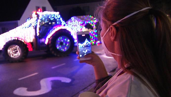 Tractor Kerstrun verrast jonge patiëntjes van Ziekenhuis Geel