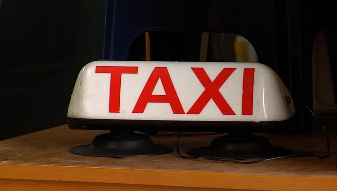 Taxisector wil speciale vaccinatieritten inleggen