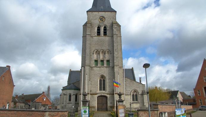 Regenboogvlaggen wapperen aan kerken van Heist en Putte