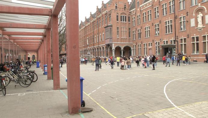 Mechels Sint-Romboutscollege en lagere school in Bonheiden dicht door corona