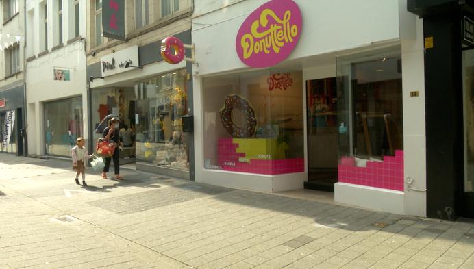 DL: voordeur Donutello Mechelen in scherven na agressie