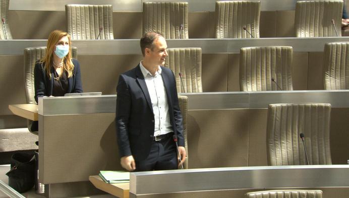 Staf Aerts uit Duffel legt eed af in Vlaams Parlement