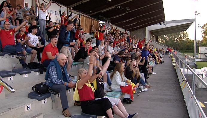 Voetbalfans volgens Duivelsmatch in stadion KSK Heist
