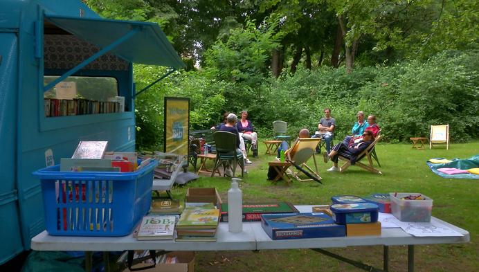 Parkbib: openluchtbibliotheek in park van kasteel d'Ursel