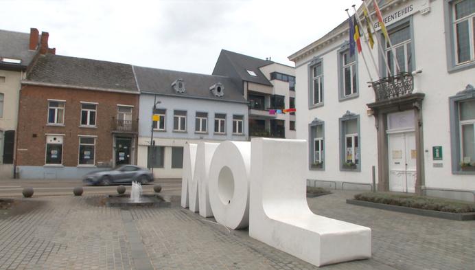 """Nieuwe plannen voor oud gemeentehuis: """"Toegangspoort voor Mol"""""""