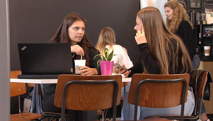 """Nog steeds lerarentekort: """"Overheid moet baan aantrekkelijker maken"""""""