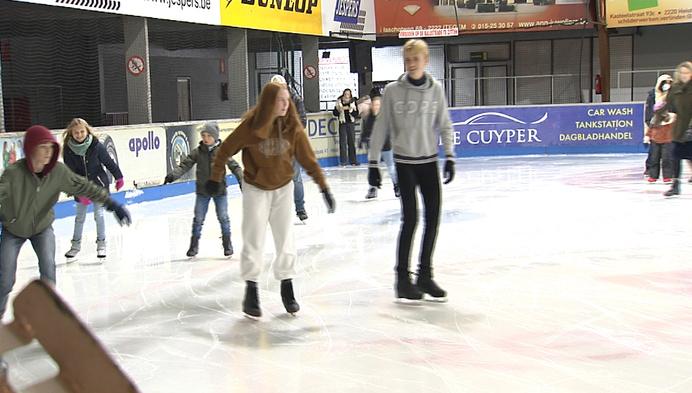 Slecht weer? Met zijn allen naar de schaatsbaan!