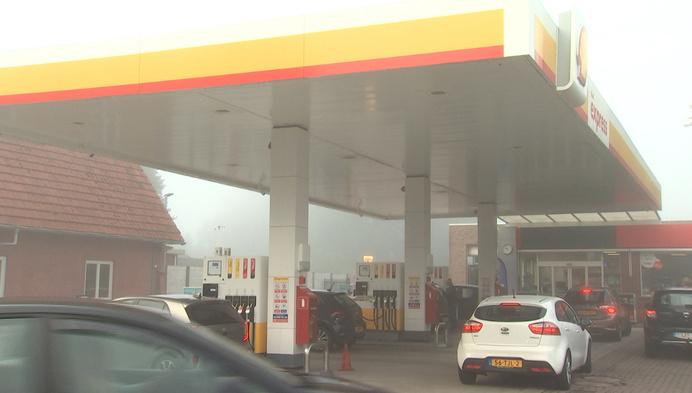 Nederlanders komen gulzig tanken over de grens