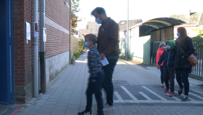 Testbus brengt coronabesmettingen Sint-Jorisschool Blaasveld in kaart
